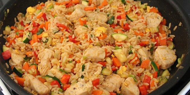 stegte ris opskrift