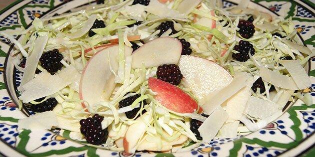 Salat Med Brombær æble Og Spidskål
