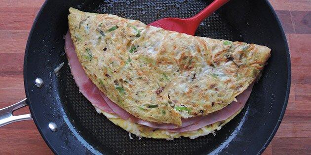 omelet med bacon og ost