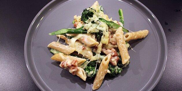pasta med broccoli og bacon