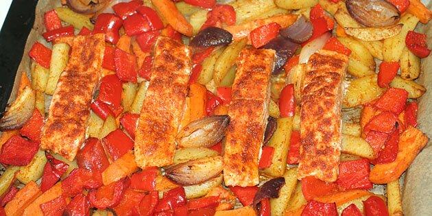 laks i ovn med grøntsager