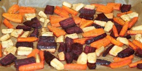 rodfrugter og kartofler i ovn