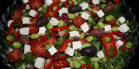 grøn salat med edamamebønner
