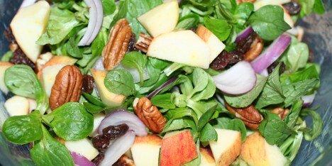 salat med æbler